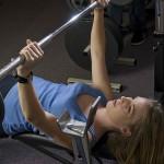 ¿Hacer pesas disminuye el pecho en las mujeres?