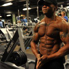 Trucos que utilizan los modelos fitness para parecer más musculados en sus fotos